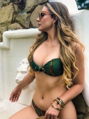 Evelyne Hora posa para a Boutique iNFLUENCE na campanha Verão 2021.