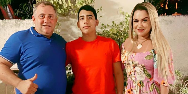 Arthur Quinta Costalonga comemora seus 15 anos.